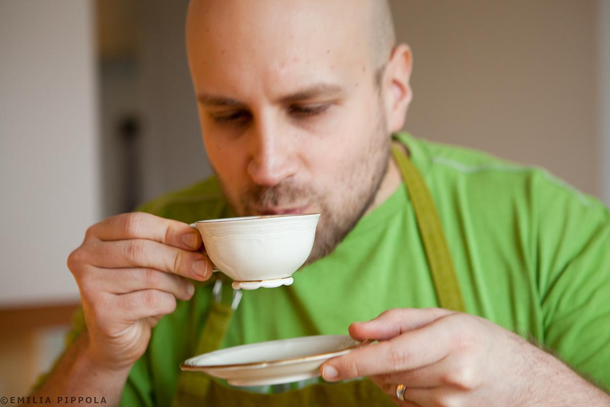 Mikko maistaa chaita.
