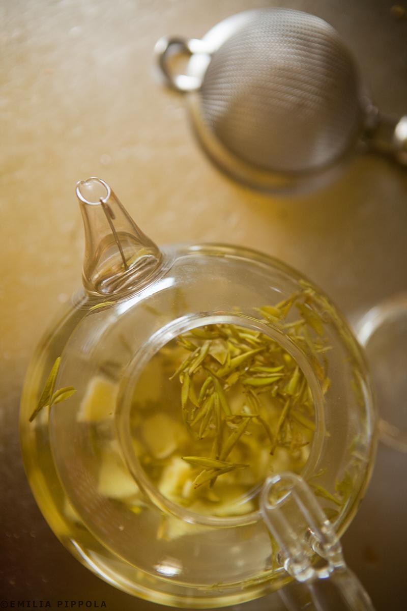 Inkiväärillä maustettua vihreää teetä syksyn ensimmäiseen flunssaan.